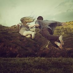 brooke-shaden22-550x550.jpg (550×550) #couple #landscape #flying #honlind hands