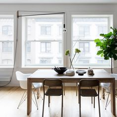 Bright #diningarea with #sashwindows. #midcenturymoderndiningroom #midcenturymodern #sashwindow #woodenfloor #parquetfloor #diningroom