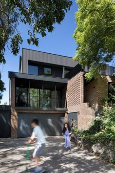 Double Brick Family Home / Ruffey Lake House by Inbetween Architecture 1