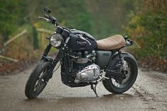 A custom Triumph Bonneville T100 built by the English workshop Spirit Of The 70s. #motorcycle #triumph