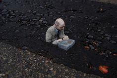 cement miniature sculptures artist isaac cordal 16 #photography #cement #sculpture #art
