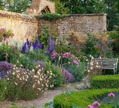 Outstanding Flowers and Garden Photography by Clive Nichols