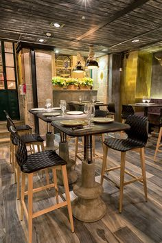 Coffee Grill Restaurant in Lisbon / Yaroslav Galant