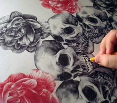 tumblr_lb1dfkQSe71qzd2sxo1_500.jpg (500×439) #skulls #flowers