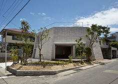 Shirasu House is a minimalist house located in Kagoshima, Japan, designed by Aray Architecture. The structure of the residence was construct