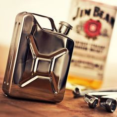 Flaunt the look of a classic GI can on your everyday flask with this charmingly designed Jerry Can Stainless Steel Hip Flask.