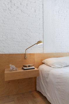 Plywood headboard and floating nightstand. Ap Cobogó by Alan Chu. © Djan Chu. #bedroom #brickwall