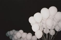 tumblr_lf3jtlPlW61qcve1zo1_500.jpg 500×328 pixels #ballons #white #black #and