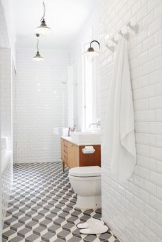 Bathroom with 3D geometric tiles. Space by Linda Bergroth. #bathroom #minimal