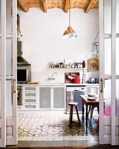 kitchen with spanish tile #interior #design #decor #kitchen #deco #decoration