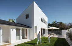 House Burch - Cool White with Curves / Those Architects