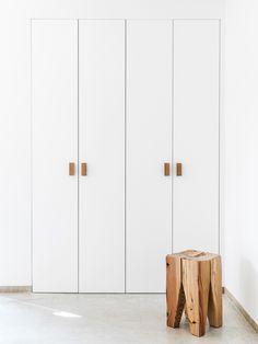 Minimal closet. Son Juliana by Munarq. © Gori Salvà. #closet