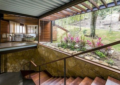 Modern Brazilian Retreat Embracing Transparency and Open Spaces 8