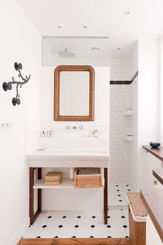 Set Your Shower Free! Open Shower Renovation Inspiration | Apartment Therapy #storage #sink #under