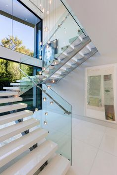 A Luxurious Contemporary Home Goes For Sale in Bel Air