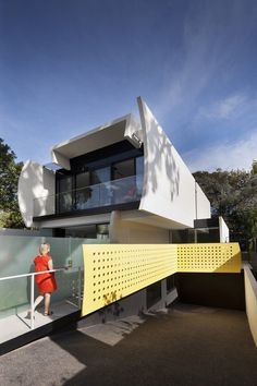 Unconventional House With Elliptical-Shaped Walls That Create New Spatial Perspectives