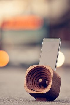 speaker,wood,iphone,design,sound,music,altavoz,sonido,madera,diseño