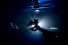 kiss under the water