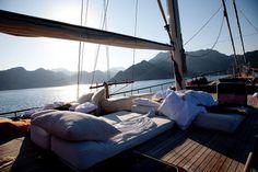 tumblr_lw473l1HRI1qczunzo1_1280.jpg (1024×683) #interior #girl #yacht #sailing #bed