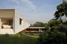 Getaway House in the City of Piracicaba / Isay Weinfeld
