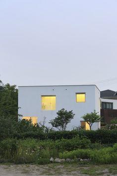 9X9 Experimental House by Studio Archiholic #modern #design #minimalism #minimal #leibal #minimalist