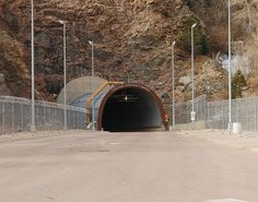 File:NORADNorth-Portal.jpg - Wikipedia, the free encyclopedia #tunnel #cheyenne #mountain