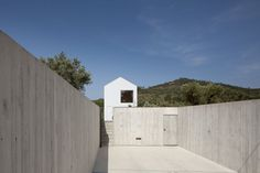 Fonte Boa House by João Mendes Ribeiro Arquitecto, Lda. #garage #joaomendesribeiroarquitectolda #architecture #minimalism