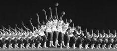 http://people.rit.edu/andpph/photofile b/stroboscopy basketball 1a.jpg
