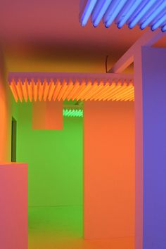 Interactive installation by Carlos Cruz Diez #art #installation