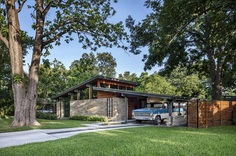 Central Austin House Remodeled in the Spirit of the Original Mid-Century House 1, front house