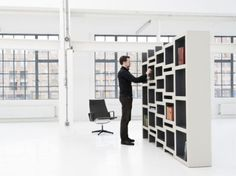 This bookcase expands according to the number of books in it!!