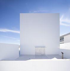 Cala House by Alberto Campo Baeza. Photo © Javier Callejas. #architecture #simplicity #albertocampobaeza #javiercallejas #house