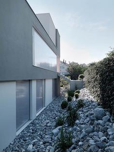 Feldbalz House: Contemporary Glass Home with Brilliant Views of Lake Zurich