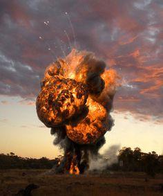 tumblr_mbydwdqgTH1qdrgo9o1_r1_500.jpg (500×600) #explosion