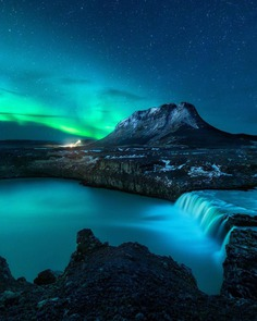 Mikkel Beiter Captures Majestic Northern Lights in Iceland