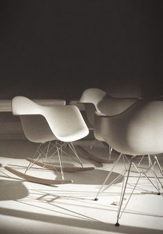 T H R T B R K R S #design #chair #classic