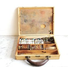 Vintage Paint Set in Wooden Box #box #wood #paint #painter #vintage #artist