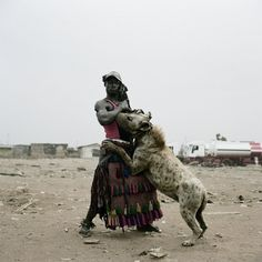 med_abdullahi-mohammed-with-gumu-ogere-remo-nigeria-2007-jpg.jpg (1024×1024)