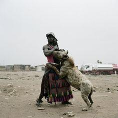 med_abdullahi-mohammed-with-gumu-ogere-remo-nigeria-2007-jpg.jpg (1024×1024) #africa #horror #photography #pieter #nollywood #hugo #dark