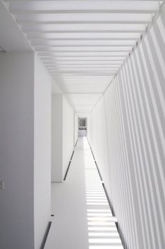 Modern House in Paço de Arcos by Jorge Mealha corridor