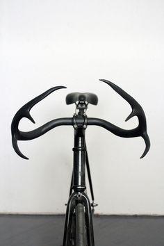worclip:Moniker Cycle Horns (2012) by Taylor SimpsonArtist on Tumblr: via funeralhomeA bicycle handlebar that is made of genuine deer antler #bike