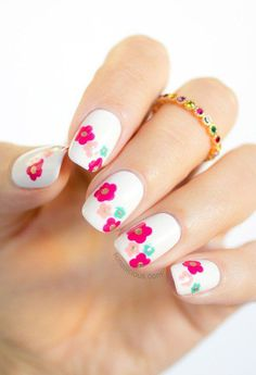 Warm flower nails for Spring