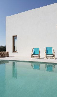 Mediterranean patio with pool. PI House by Munarq. © Adrià Goula. #swimmingpool #patio