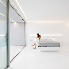 House Between the Pine Forest / Fran Silvestre Arquitectos