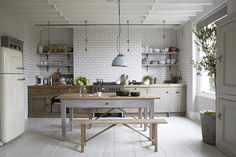 desire to inspire desiretoinspire.net #white #interior #kitchen