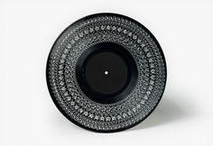 hd_93bd1233de66ac4094ef188b3e095927.jpg (1000×687) #vinyl #black #white #branding