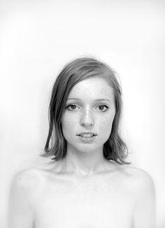 d93d54ec8e495bfa082a62a38c260dd6.jpg #women #portrait