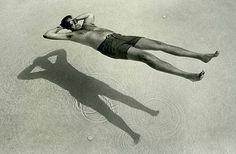 FFFFOUND! | CQrpCj4bOlki5jv9RcvUJXvGo1_500.jpg (Image JPEG, 480x315 pixels) #water #goggles #sea #swimming #shadow