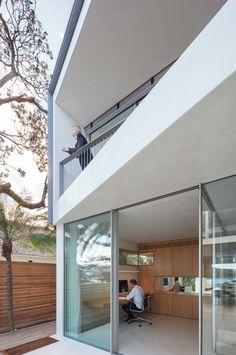 Narrow Beach House in Sydney by Marston Architects 3