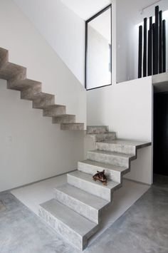 U-shaped concrete staircase. Casa Garcias by Warm Architects. © Wacho Espinosa. #concrete #stairway